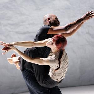 'Sacred Monsters' udforsker to klassiske danseformer kathak og ballets dynamik og sprog. Find dine billetter på LondonMusicals.dk.