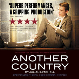 Another Country i London er et fantastisk pris-vindende drama om forræderi af Julian Mitchell. Bestil dine billetter til Another Country i London her!