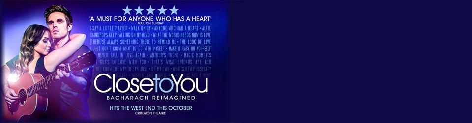 """CLOSE TO YOU - Bacharach Reimagined the Musical em Londres estreia completo, com a """"bênção"""" de ninguém menos que Bacharach. Reserve online seus ingressos para CLOSE TO YOU!"""