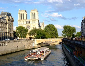 Prøv en af vores mest populære ture: Nyd en middag i Eiffeltårnet, tag et cruise på Seinen og en cabaret på Lido de Paris. Bestil billetter online!