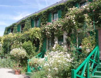 Full guided tour from Paris to Giverny to visit Monets famous garden and house. Tickets for Giverny and Monets home here!