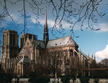 Paris Historic Tour is a guided tour through the oldest part of Paris, incl. Ile de la Cité and Notre-Dame. Book your tickets here!