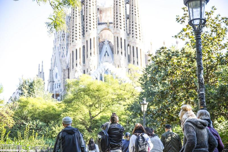 Sagrada Familia & Park Güell Tour with Transport