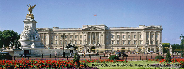 Book your tickets to Buckingham Palace! This popular tourist attraction is often sold out long in advance, so book online here now!