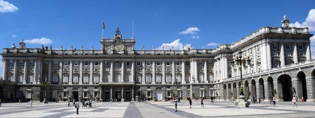 Delta i en 90 minuters guidad tur i det kungliga slottet i Madrid; Palacio Real de Madrid, ett av Europas bäst bevarade och väl värt ett besök! Biljetter här!