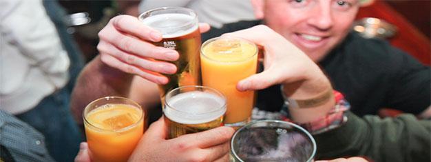 Visita 5 pubs y una discoteca, con un chupito gratis en cada lugar, entrada gratis al club y chupitos de vodka sin límite de 20:00 a 20:30h. Reserva tu recorrido de bares aquí!