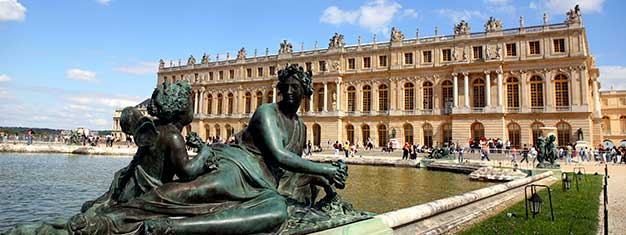 Skip the line to Versailles incl. gardens! Get a free audio guide, visit the Trianons, Marie-Antoinette's Hamlet & see the magical Musical Fountains Show.