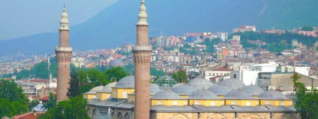 Kom med på en guidet tur til grønne Bursa og oplev den tidligere ottomaniske hovedstads mange spetakulære seværdigheder. Book dine billetter her.