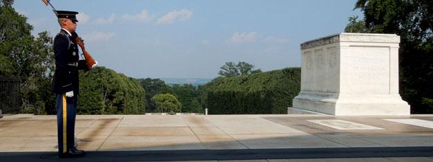 Vieraile Mount Vernonissa ja Arlingtonin sotilashautausmaalla tämän kokonaisvaltaisen kahdeksan tunnin retken aikana. Näe JFK:n hautapaikka. Varaa netistä!