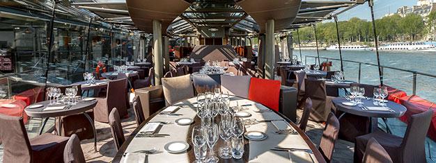 Nyt en to-retters lunsj vedLe Bistro Parisien, som tilbyr unike syn mot Eiffeltårnet og elva Seinen. Legg til etscenisk sightseeing cruise. Bestill her!