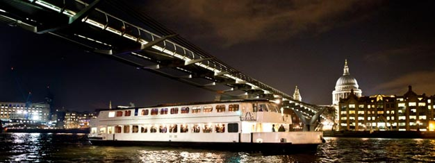 Prøv et romantisk middagscruise gennem London med en fire-retters menu og live band. Bestil dit Bateaux London middagscruise her!