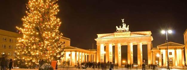 Não há forma melhor de entrar no espírito natalino que uma visita aos tradicionais mercados de Natal de Berlim! Garantia de tour aconchegante e divertido, reserve online!