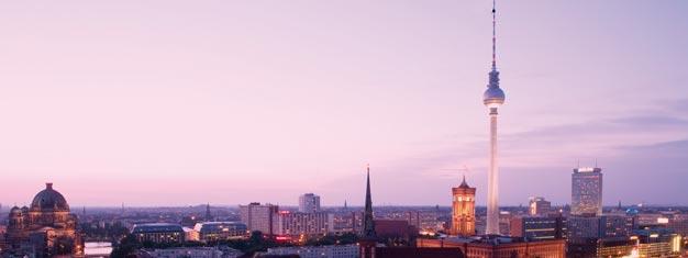 Z Wieży Telewizyjnej (Fernsehturm) przy Alexanderplatz w Berlinie roztacza się 360 stopniowy panoramiczny widok na Berlin. U nas do nabycia bilety na Wieżę Telewizyjną przy Alexanderplatz w Berlinie!