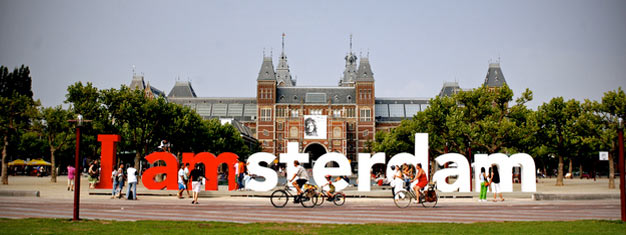 Take a scenic three hour bike ride through the streets of Amsterdam and experience the city like a local. Book your sightseeing tour by bike here!