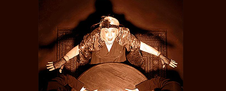 Biljetter till Noel Coward's pjäs Blithe Spirit på Apollo Theatre i London. Boka din teater biljett till Blithe Spirit i London West End online!