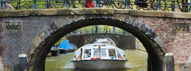 Osta liput Hop-On Hop-Off Kanavabusseihin ja näe Amsterdam veneestä käsin hop-on hop-off risteilyllä. Varaa liput Hop-on Hop-off kanavabusseihin täältä!
