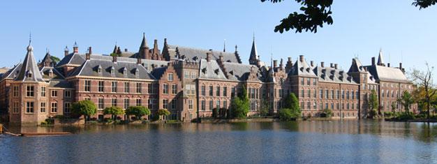 Tur til Delft og Haag. Oplev en Delft-porcelænsfabrik og få en rundvisning af Haag. Børn 0-3 år er gratis. Bestil din tur her!