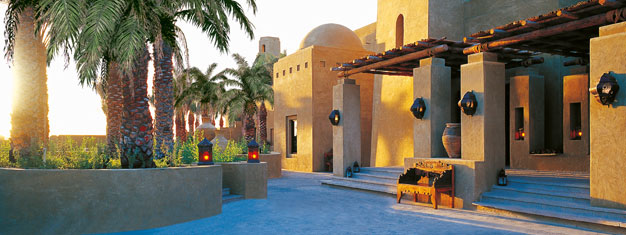 Upplev en Arabisk Afton på en traditionell utomhusrestaurang i Bab Al Sham i den arabiska öknen. Middag, underhållning och kamelridning! Biljetter online!