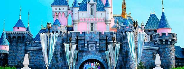 Vietä seikkailuntäyteinen päivä maailman hauskimmassa paikassa! Disneyland on täydellinen paikkakoko perheenhauskanpitoon!