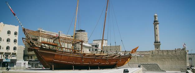 Essayez notre Dubaï Classic Tour et profitez de 4 heures. Allez au Fort AlFahidi, essayez une promenade en bateau et visitez le marché aux épices.