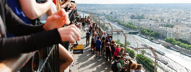 Besök toppen av Eiffeltornet med guide! Gå före i kön, besök alla tre våningar, inklusive toppen! Turen säljer ut snabbt, så boka biljetter idag!