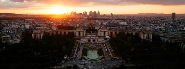 Spring køen over til Eiffeltårnet ved solnedgang! Nyd udsigten fra 2. etage og hør om tårnets historie og arkitektur. Bestil dine billetter online!