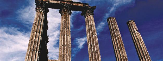 Heldagstur från Lissabon till charmiga romerska staden Évora inkl. vinprovning. Utforska det romerska templet & Capela dos Ossos; Chapel of Bones. Boka idag!