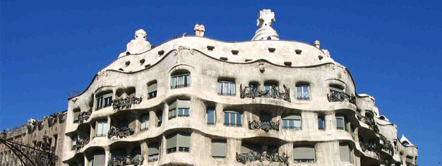 See the works of Gaudi and Picasso in Barcelona. Tickets for the tour; Barcelona Artistic City Sightseeing can be bought here!