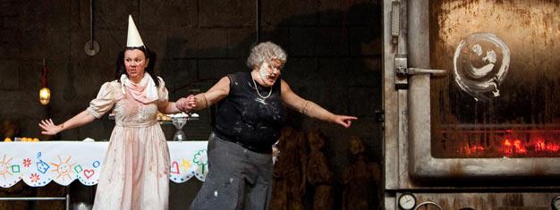 Historien om Hans og Grete vender tilbage for julesæsonen på the Met i New York. Denne sæsons familieunderholdning er Richard Jones' morsomme produktion.