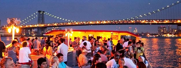 Book your scenic 2-hour cruise from home and secure your spot on our evening cruise. Admire the New York skyline by night. Book your tickets today!