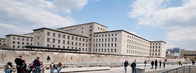 Nuestro Tour a Pie Third Reich Berlín muestra los lugares más importantes de Berlín cuando la ciudad fue la capital de Alemania Nazi. Reserva en línea!