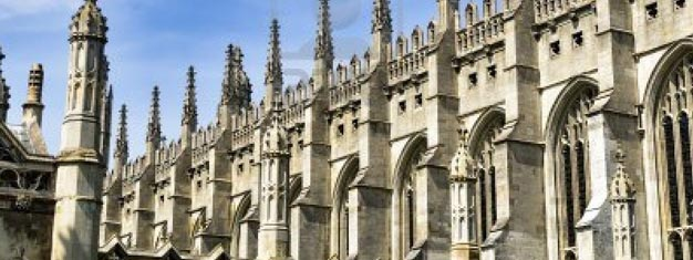 Se de berømte byene Oxford og Cambridge og deres anerkjente universiteter på denne heldagsturen. Kjøp billetter til Oxford og Cambridge universitetene her!