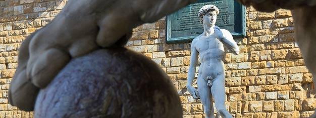 Erleben Sie auf dieser FührungMichelangelos Meisterwerk David, Giambolognas Raub der Sabinerinnen und Botticellis Madonna des Meeres. Buchen Sie Ihre Tour hier!