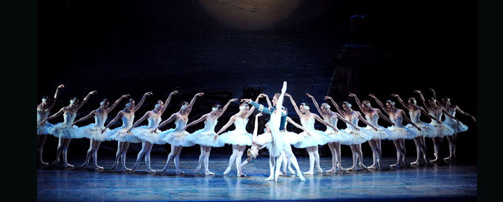 Se den berømte Swan Lake på London Coliseum i juli. Mikhailovsky's Swan Lake i London. Køb billetter til Swan Lake her!