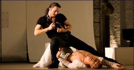 Matthew Bourne's Dorian Gray returnerer til Sadlers Wells i London. Dorian Gray er en danseforestilling over Oscar Wildes fabel om Dorian Gray. Køb billetter her!