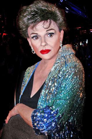 Jim Bailey as Judy Garland i London er den uforlignelige Jim Bailey's roste portræt af Judy Garland. Billetter til Jim Bailey as Judy Garland i London købes her!