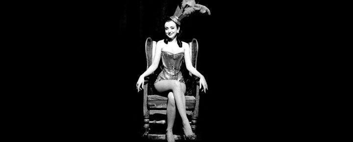 Miss Polly Rae, Dronningen af Leicester Square, vender tilbage til Londons lounge scene. Billetter til Miss Polly Rae i London købes her!