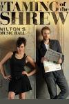 Shakespeare's klassiske fortælling The Taming of the Shrew, om kønnenes kamp, spiller på Novello Theatre i London. Billet til teater forestillingen kan købes her.