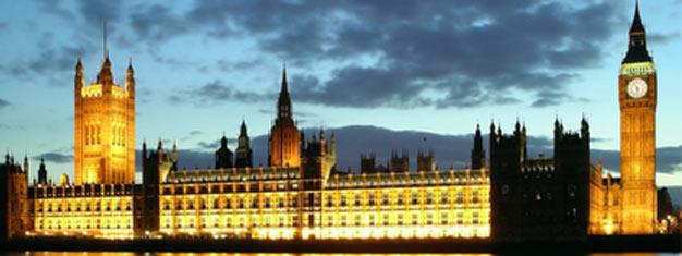 O tour London By Night apresenta uma nova Londres, com seus monumentos e cartões postais mais famosos e sua impressionante iluminação noturna. Reserve online aqui!