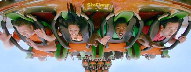 Kom med os til en dag fyldt med sjov og spænding i Six Flags Magic Mountain. Med over 100 forlystelser er Six Flags LAs mest populære forlystelsespark.