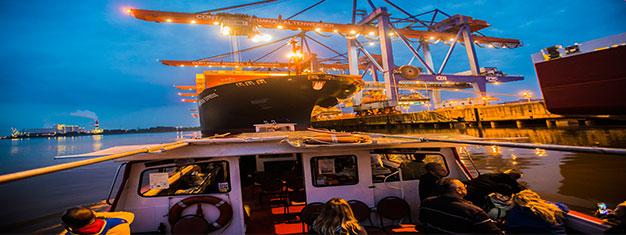 Nauti ihastuttavasta 90 minuutin kuutamoristeilystä ja ihaile Hampurin sataman valoja! Alle 7-vuotiaat ilmaiseksi! Osta liput kuutamoristeilylle jo tänään!