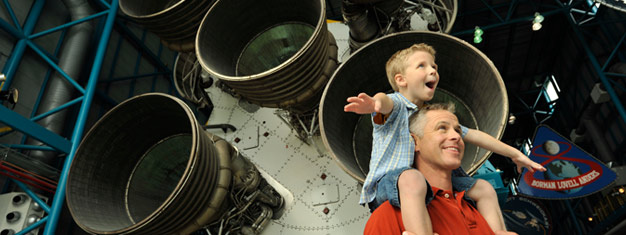 Disfruta un día entero en el Kennedy Space Center seguido de un paseo de 30 minutos en hidrodeslizador! Combina un paseo al espacio. Reserva ahora!