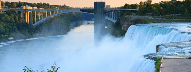 Visit Niagara Falls! The tour includes hotel transfer, flights, lunch and the choice between a boat ride or the scenic tunnels. Book your tour online!