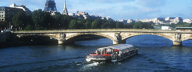 Zarezerwuj bilety na panoramiczną wycieczkę po Paryżu i zobacz miasto z autobusu, ze statku wycieczkowego i z powietrza. W taki sposób dokładnie zwiedzisz cały Paryż. Bilety do kupienia tutaj!