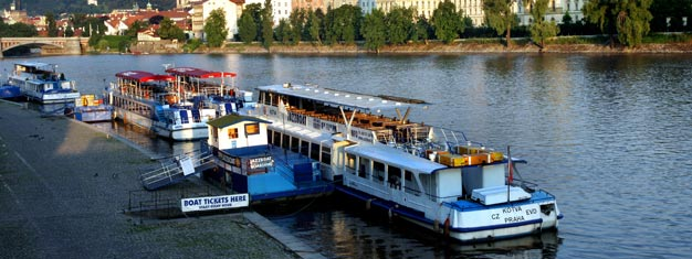 Prag Sightseeing Cruise i en eller to timer er en god måde at opleve Prag fra vandet. Køb dine billetter til Prag Sightseeing Cruise her!