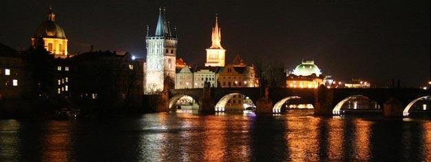Kjøp billetter til Prague Dinner Cruise her, og nyt en bedre middag på cruise nedover elven i Praha!
