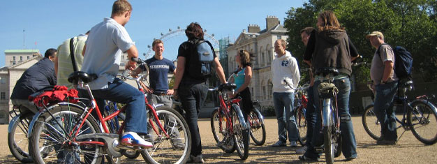 Join us for a different kind of sightseeing tour on bike along both banks of London's famous river, the Thames. Book your bike tour from home!