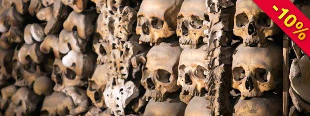 Tag på en fascinerende rejse tilbage i tiden gennem lange snoede katakomber og deres krypter. Besøg Capuchin-krypten, udsmykket med knogler & mere! Bestil nu!