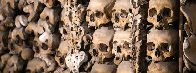 Udforsk Roms krypter og katakomber! Besøg katakomber, Basilica San Clemente, Capuchin-krypten - 'Knogle-kapellet' og mere! Bestil din tur online!