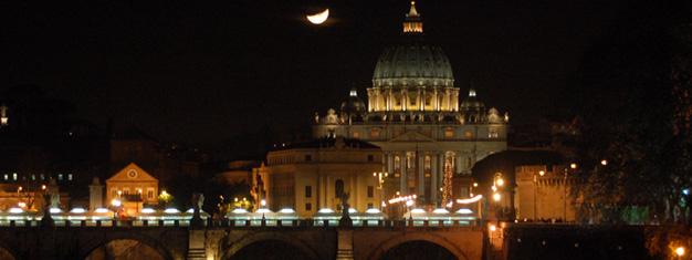 Udforsk Rom om aftenen på denne 2,5-times tur til fods! Beundre de oplyste pladser, springvand & bygninger. Lille turgruppe. Bestil billetter her!
